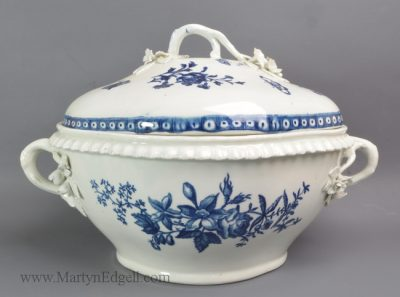 Antique Worcester porcelain tureen