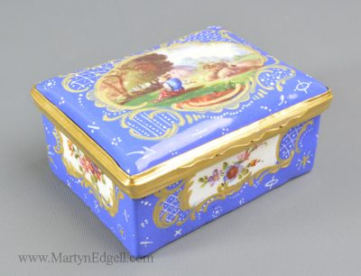 Antique French enamel snuff box