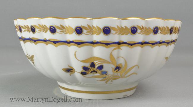 Antique Worcester porcelain bowl