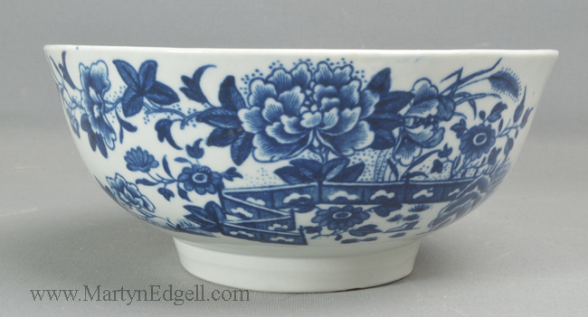 Antique Worcester porcelain slop bowl
