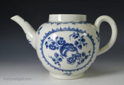 Worcester porcelain tepot